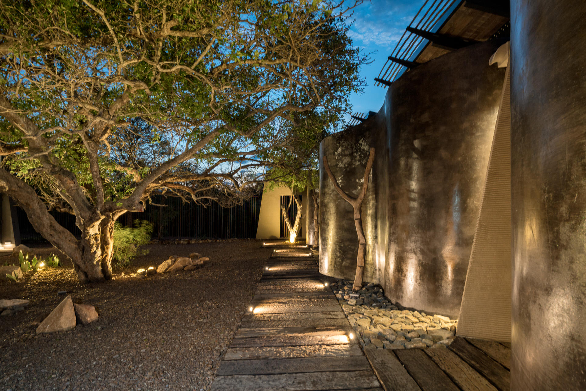 N'Wambu Safari Lodge, Enclosed Courtyard