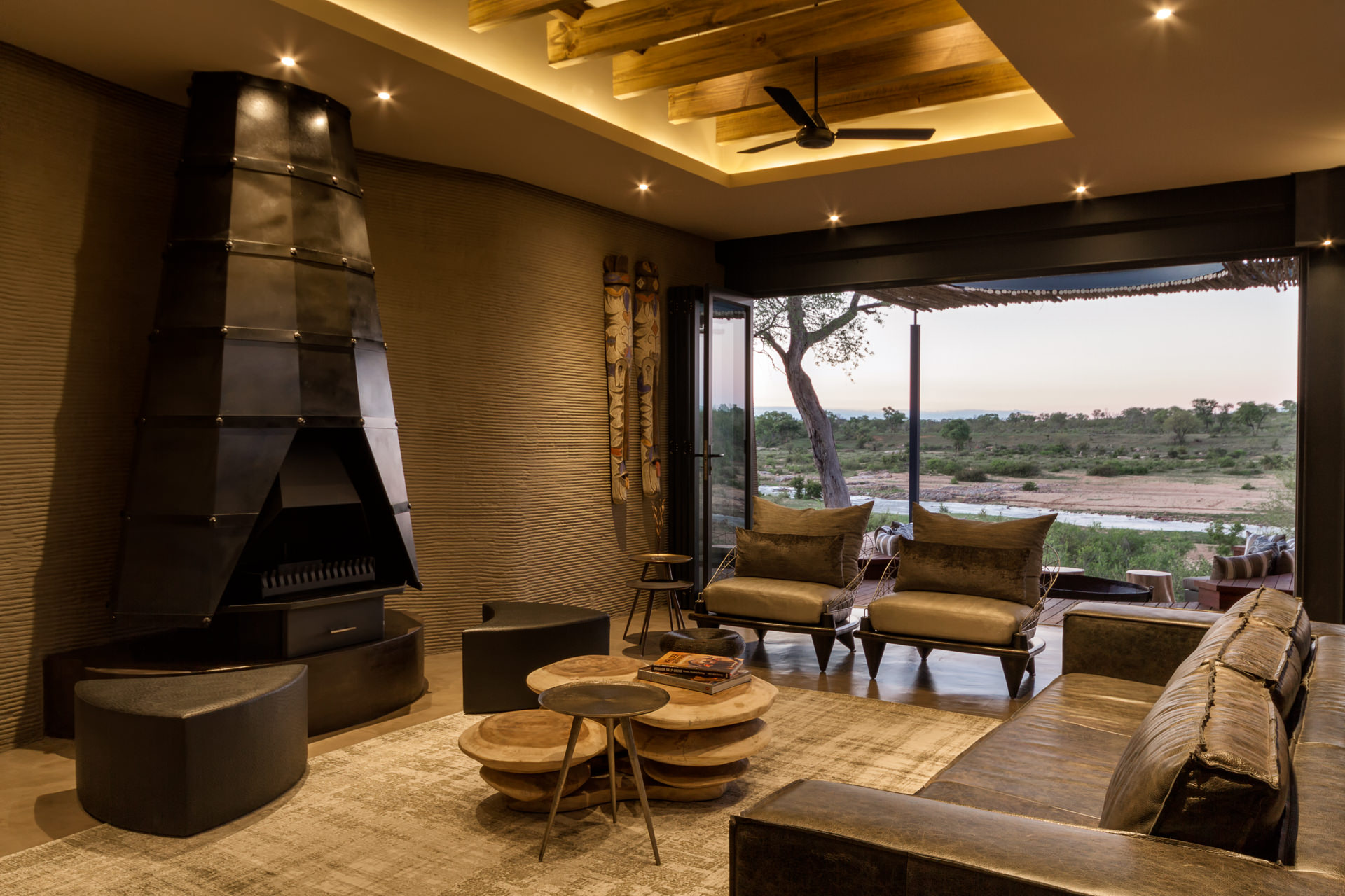 N'Wambu Safari Lodge, Lounge and public space