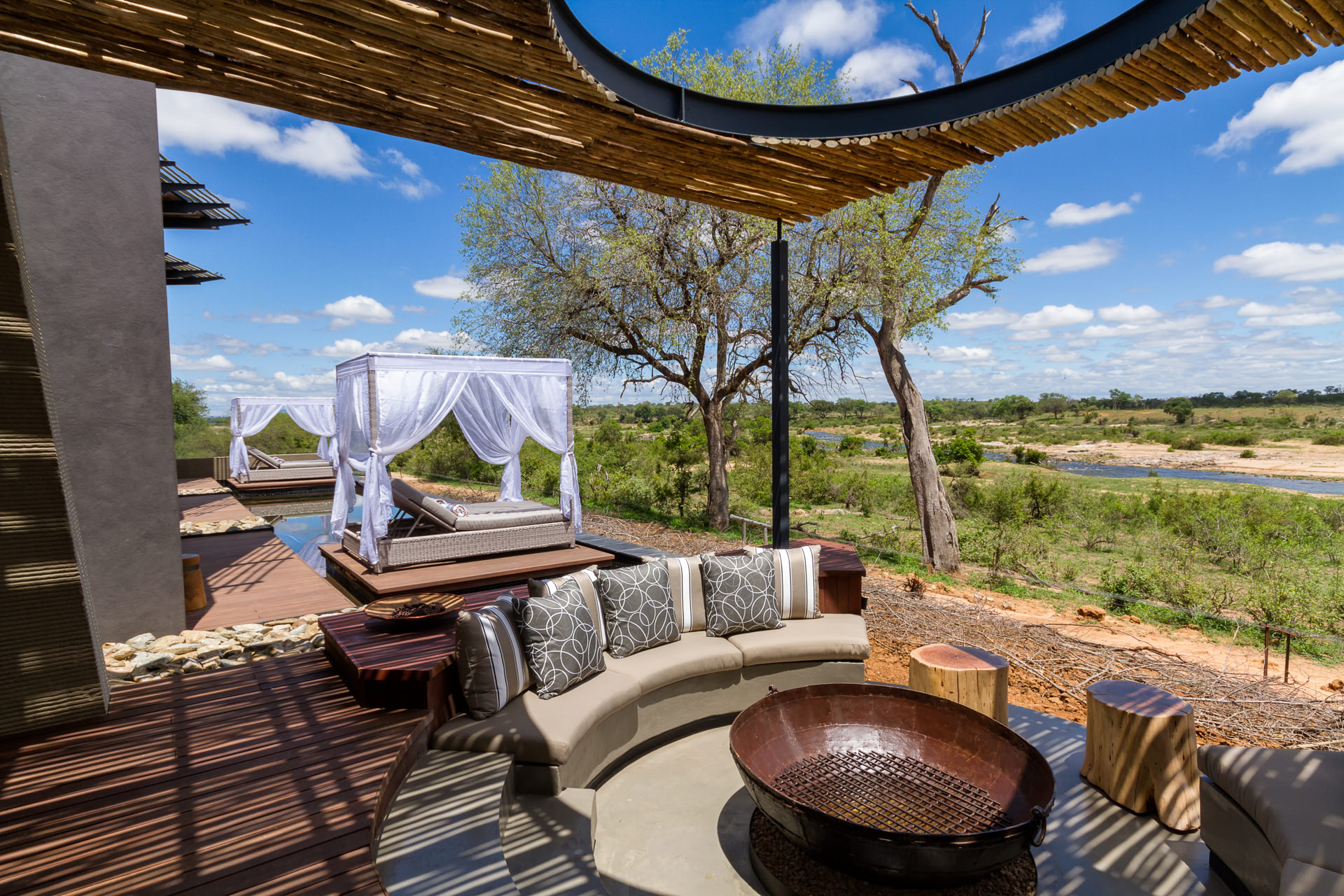 N'Wambu Safari Lodge, outdoor spaces